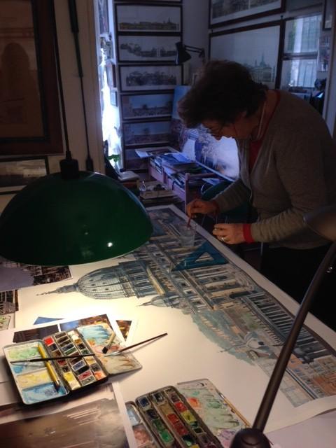 Marcella Morlacchi che lavora a un acquerello del Vaticano. Foto da Trisha Thomas. Maggio 2014