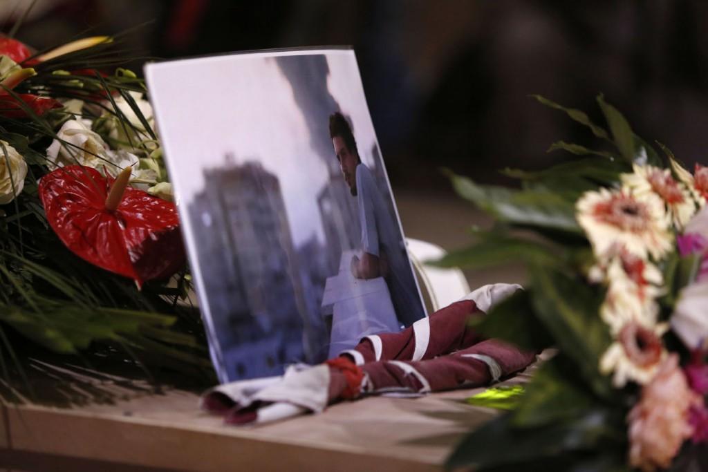 La stessa foto posta sulla bara di Simone durante il funerale a Pitigliano, in Toscana. 15 agosto 2014. Foto di Riccardo De Luca – AP