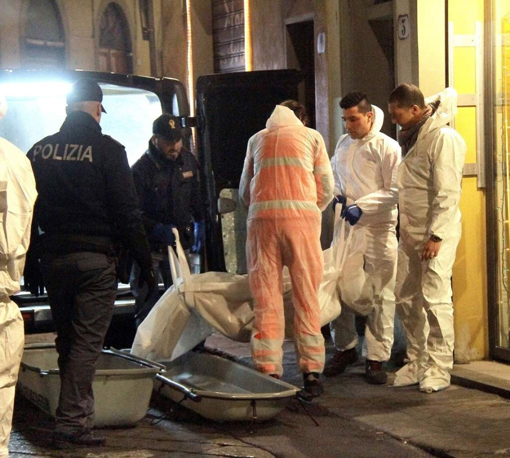 Police carry out body bag with Ashley Olsen, American woman found dead in her Florence apartment